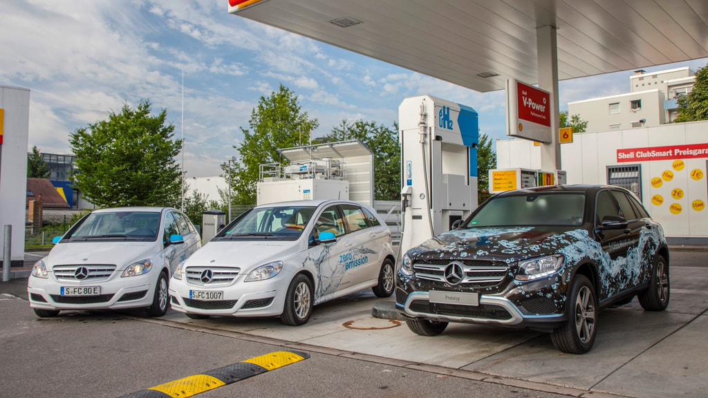 Die Wasserstofftankstelle in Sindelfingen, die Daimler, Linde und Shell am 31. Juli 2017 eröffnet haben. Hier können täglich 40 Brennstoffzellen-Fahrzeuge tanken.