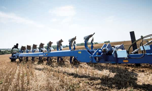 New Holland Pflug